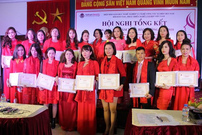 Hội đào tạo phát triển nghề làm đẹp Việt Nam tổ chức Gala Xuân đỏ Sáng tỏ tương lai