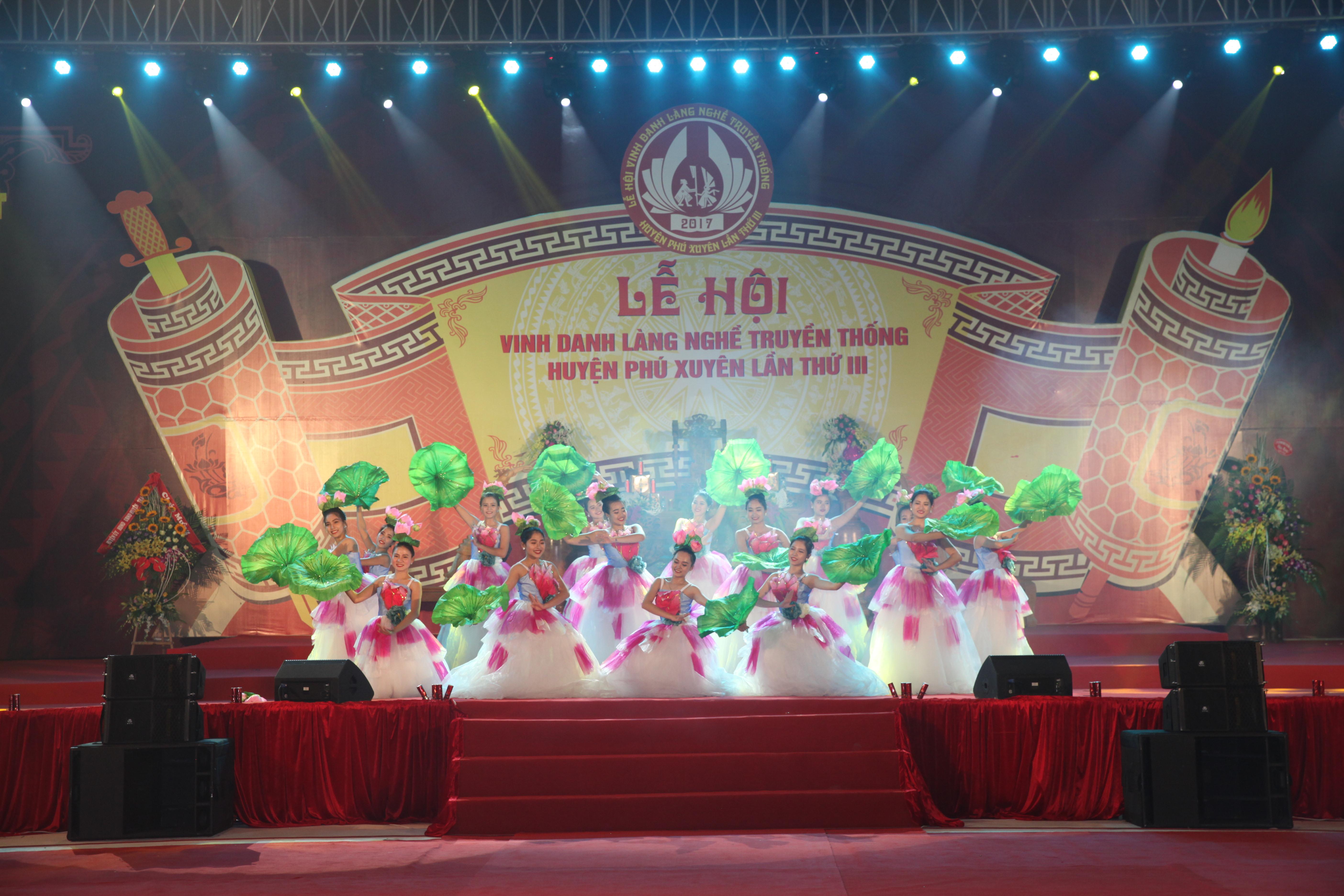 Khai mạc lễ hội làng nghề truyền thống huyện Phú ...